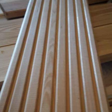 Odessa-Holzhandel-Deutschland-Terrassendielen-Sibirische-Laerche-Riffelbohlen-Balkonbretter-1
